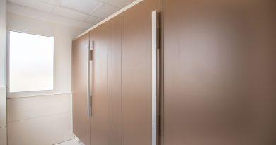 WC-Trennwandsystem PRIMO mit der Griffstange GS 40