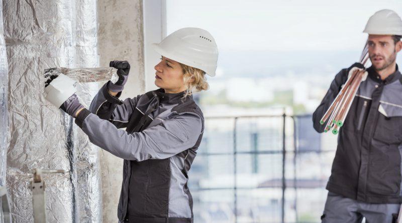 Bestens geeignet für den täglichen Einsatz in Handwerk und Industrie: die MEWA DYNAMIC ® CONSTRUCT Arbeitskleidung.