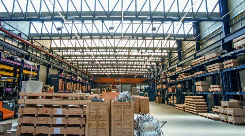 Hallen-Lichtband ersetzt Hallenstrahler