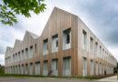 Neubau der Cranleigh School kombiniert Stahlrahmen mit Holzelementen